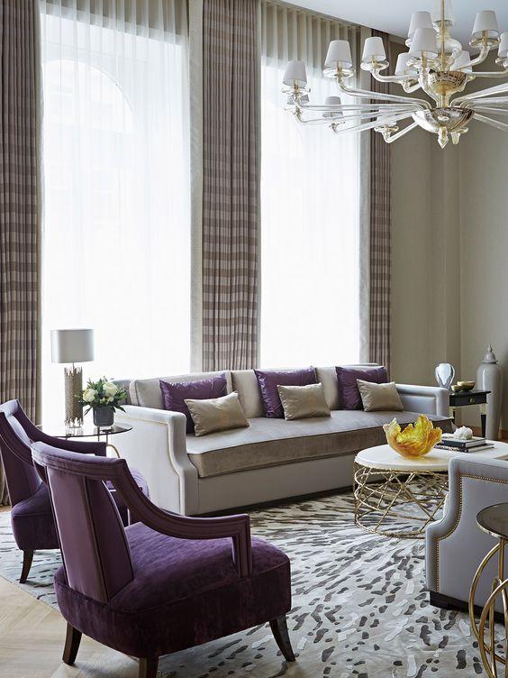 Акцентные фиолетовые кресла